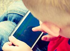 Πότε είναι έτοιμο το παιδί μας για ένα κινητό τηλέφωνο;