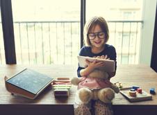 Τι επιτρέπεται να μοιράζονται τα παιδιά μας online;